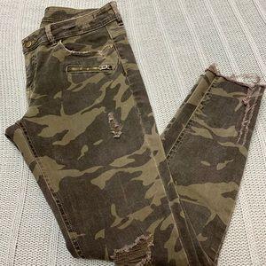 Zara Camouflage skinny jeans. Size 8.
